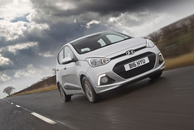 Hyundai i10 awarded 'Training Car of the Year 2015' by Driving Instructors Association