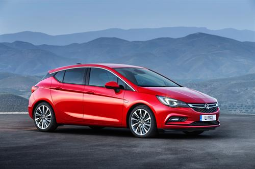 VAUXHALL ASTRA WINS BEST SMALL HATCH HONOUR AT UK CAR OF THE YEAR AWARDS