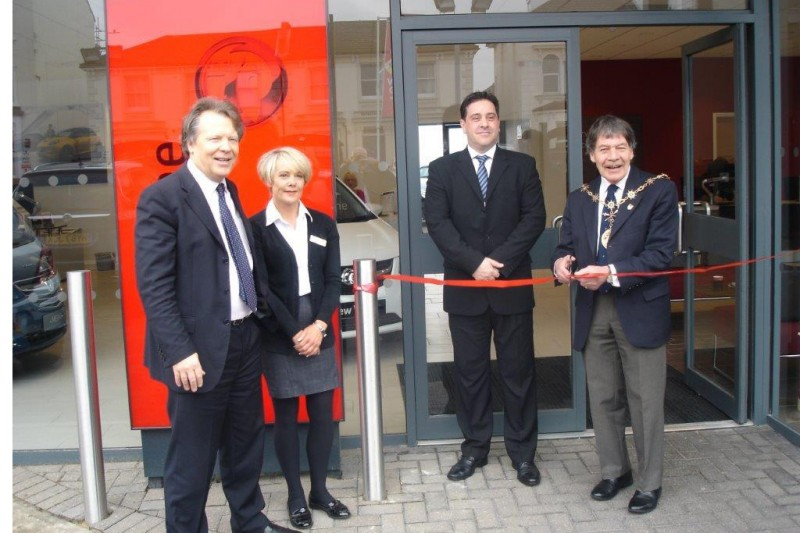 GRAVESHAM MAYOR OPENS NEW VAUXHALL SHOWROOM AT WJ KING GRAVESEND
