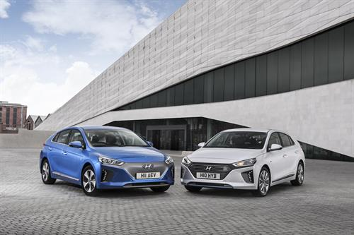 IONIQ CONTINUES TO CHARGE AHEAD - AWARDED BEST SMALL HATCH AT THE UK CAR OF THE YEAR AWARDS 2017