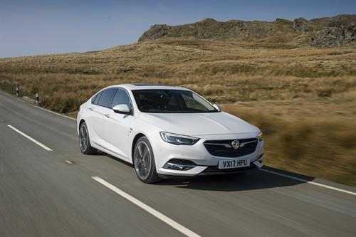 VAUXHALL'S NEW INSIGNIA GRAND SPORT WINS FAMILY CAR OF THE YEAR AT SCOTTISH CAR OF THE YEAR AWARDS 2017
