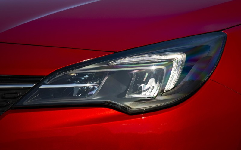 VAUXHALL'S NEW ASTRA AND ALL-NEW CORSA OUTSHINE THE REST WITH EFFICIENT LED TECHNOLOGY